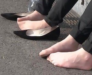 Beautiful pantyhosed feet in public