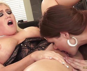 Nikki Phoenix goes lesbian with Allison Moore