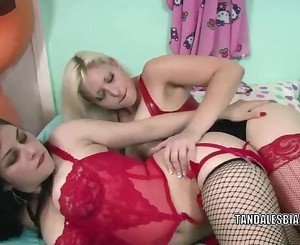 Mina Lynn takes a strap-on from a lesbo MILF